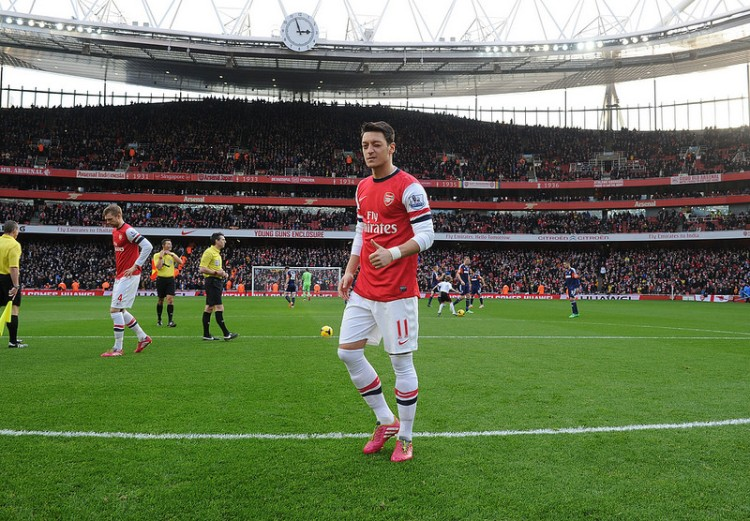 http://neutralpitch.files.wordpress.com/2014/01/ozil-at-the-emirates.jpg?w=750&h=380&crop=1